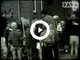 Keyframe of AV1991 Schoolreis met klas 4 en 5 naar Appelscha; dhr. Koeneman; 1958