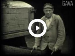 Keyframe of Dorpsfilm Uithuizermeeden 1954 Deel 2