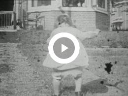 Keyframe of FAMILIEFILM, DE VLIET, OUDE AUTO'S 1928-1929