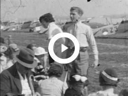 Keyframe of AMATEURFILMS N.A.J. VAN ZANTEN - VLIEGSHOW, ROEIEN, SCHAATSEN, STILLE OMGANG DEN HAAG 1934