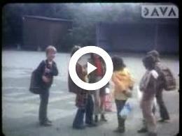 Keyframe of AV2015 Schoolreis naar het Noorder Dierenpark in Emmen; dhr. Koeneman; 1975