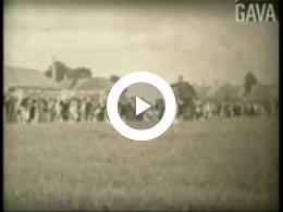 Keyframe of Paardenrennen en kermis Hoogkerk / P. Mulder, circa 1935-1939