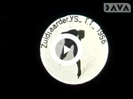 Keyframe of Deze film is voornamelijk een reportage over de 'IJs T.T.' op het Zuidlaardermeer op zondag 5 februari 1956