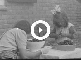 Keyframe of GRAAN DORSEN, ZOMER EN WINTER IN AZEWIJN 1942