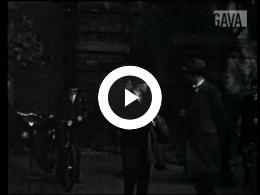 Keyframe of Maken van opnames De Straatmuzikant / J. Thie, 1936