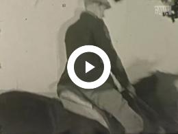 Keyframe of Vader met en op paard