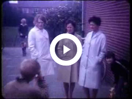 Keyframe of AV2007 Schoolreis naar het Noorder Dierenpark Emmen en het verkeerspark te Assen; dhr. Koeneman; 1969