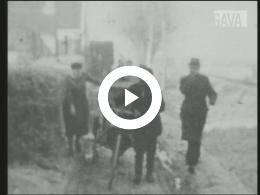 Keyframe of Harm Sjoemstra met bok, in Nieuwe Pekela