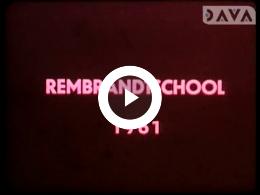 Keyframe of AV1995 Schoolreisjes naar Assen, Appelscha, Vlieland, Hoogezand; dhr. Koeneman; 1961