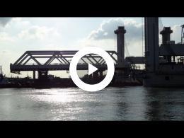 botlekbrug_3_-_verplaatsing_stalen_brugdeel_nieuwe_brug_hoogvliet_2014