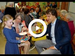 burgemeester_salet_en_wethouder_hamerslag_bij_high_tea_tijdens_nl_doet_-_obs_de_vliegerdt
