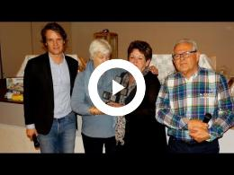wethouder_hamerslag_reikt_prijzen_open_bridgekampioenschap_uit_hekelingen_2017