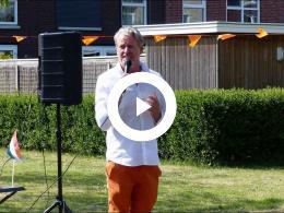 wethouder_soeterboek_brengt_toast_uit_op_de_verjaardag_van_de_koning_spijkenisse_groenewoud_2020