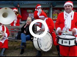 kerstmannen_swing_dixielandband_nederland_op_winkelcentrum_hoogvliet_hoogvliet_2019