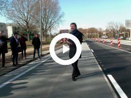 wethouder_bal_opent_solaroad_met_inspiratiemarkt_duurzaamheid_spijkenisse_2019