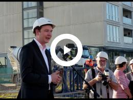 wethouder_bal_start_bouw_tweede_terras_aan_de_maas_toren_spijkenisse_2018