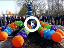 wethouder_mijnans_onthult_kunstwerk_bij_crematorium_de_ommering_spijkenisse_2019