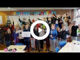 wethouder_dijkman_reikt_prijs_ideeenwedstrijd_uit_-_basisschool_het_anker_spijkenisse_2016