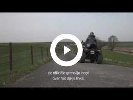 de_grens_riet_water_prikkeldraad