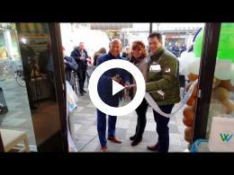 wethouder_mijnans_opent_ijssalon_smeets_-_winkelcentrum_akkerhof_spijkenisse_2017