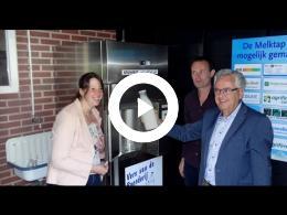 wethouder_van_der_schaaf_opent_eerste_melkautomaat_op_voorne-putten_heenvliet_2016