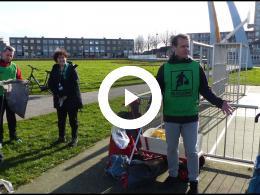 wethouder_hamerslag_plogt_in_het_kader_van_de_actieweek_schoon_haringvliet_spijkenisse_2020