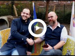 wethouder_struijk_onthult_social_sofa_spijkenisse_2018