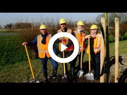wethouders_planten_boom_in_het_kader_van_landschapsplan_n218_2017