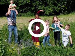 moestuin_kinderen_bewonersgroep_waterland_gooien_zaadbollen_spijkenisse_2019