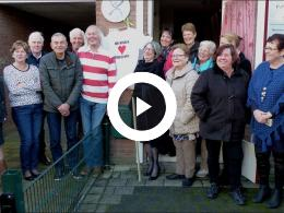 burgemeester_salet_onthult_mozaiektegel_bewonersgroep_waterland_spijkenisse_2017