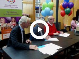 wethouder_van_der_schaaf_opent_ok_beurs_en_ondertekent_samenwerkingsovereenkomst_spijkenisse_2017