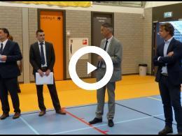 wethouder_hamerslag_aanwezig_bij_uitreiken_jumbo_cheques_-_sporthal_maaswijk_spijkenisse_2019