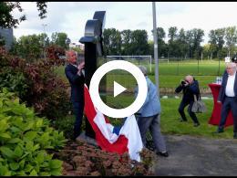 botlek_tv_-_hoogvliet_eert_omgekomen_piloten_met_gedenksteen_hoogvliet_2021