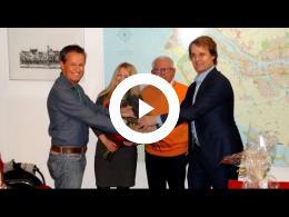 wethouder_hamerslag_feliciteert_wereldkampioenen_bridge_spijkenisse_2017