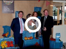 vier_burgemeesters_van_voorne_putten_bij_opening_proefschuur_cooperatie_tinte_2017