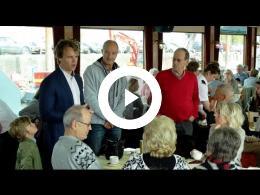 wethouder_hamerslag_zwaait_ms_marlina_met_leden_jubilerende_a.s.v.p._uit_spijkenisse_2017