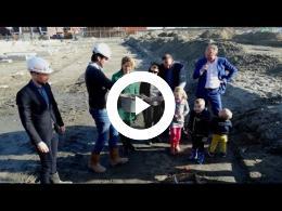 wethouders_mourik_en_van_der_schaaf_starten_officieel_bouwfase_6_het_land_spijkenisse_2017