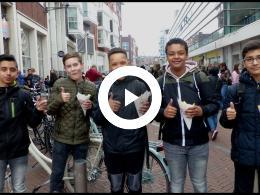 bram_ladage_viert_50_jarig_jubileum_met_zak_patat_voor_50_cent_spijkenisse_2018