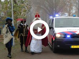 politie_brengt_sinterklaas_naar_hekelingen