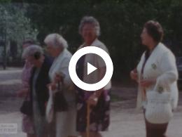 Keyframe of Diverse uitstapje bejaarden Kollumerzwaag, 1974  - 1959 - 1961