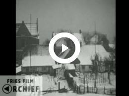Keyframe of Vlieland winter, zomer, vliegveld, Koninginnefeest, 1932, 1933
